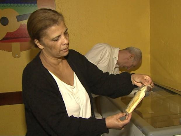 Proprietários de sorveteria de São Carlos perderam toda a mercadoria  (Foto: Marlon Tavoni/EPTV)