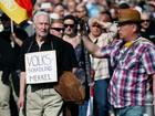 Manifestantes de extrema-direta marcham contra Merkel em Berlim