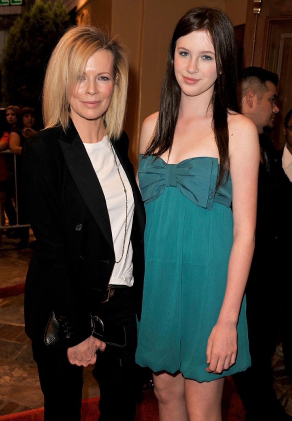 Kim Basinger e sua filha Ireland (Foto: Divulgação)