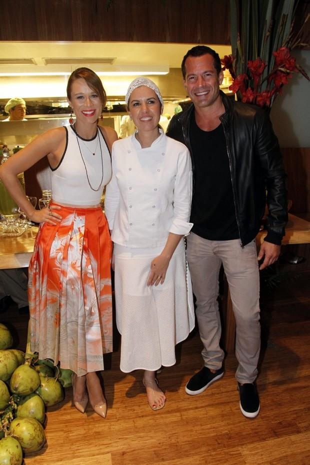 Mariana Ximenes inaugura restaurante com presença de Malvino Salvador (Foto: Marcos Ferreira / Brazil News)