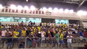 Torcida do Náuas na Arena do Juruá, em Cruzeiro do Sul (Foto: Reprodução/TV Acre)