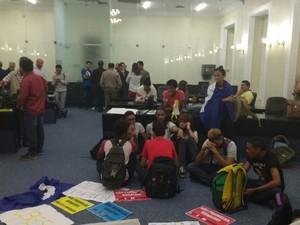 Estudantes ocuparam a ALE em protesto ao projeto Escola Livre (Foto: Ascom/ALE)
