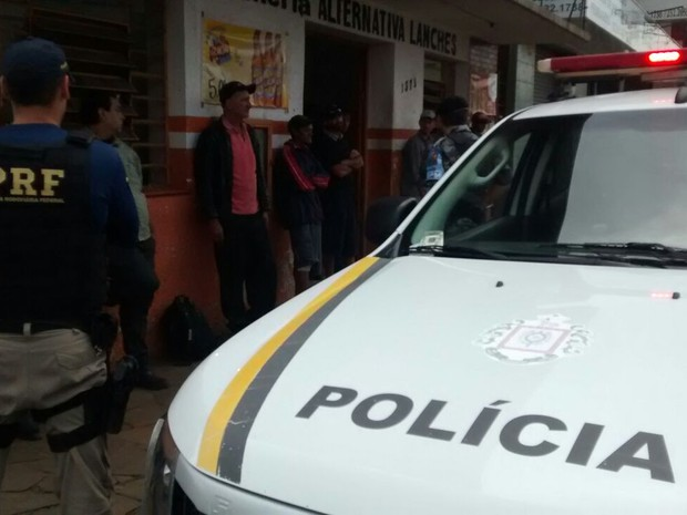 Dez pessoas foram presas na ação em Vacaria (Foto: Brigada Militar/Divulgação)