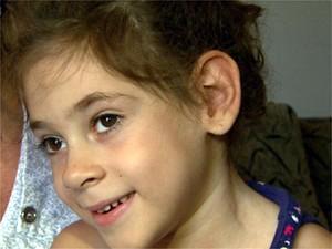 Júlia Marcheti Ferraz tem paralisia cerebral e aguarda custeio de cirurgia nos EUA (Foto: Valdinei Malaguti/EPTV)