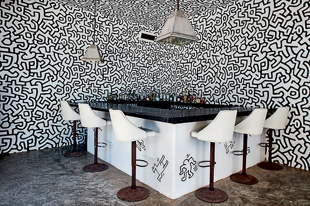 Keith Haring wallpaper in the bar @ Casa Malca  (Foto: Divulgação)