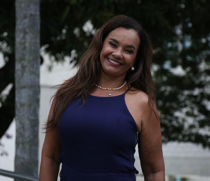Solange Couto foi uma das primeiras a chegar para a confraternização (Foto: Isabella Pinheiro/Gshow)