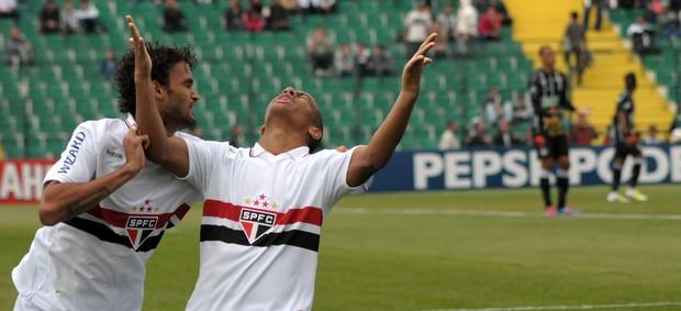 Ademilson e Willian José gol São Paulo (Foto: Antônio Carlos Mafalda / Ag. Estado)