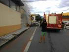 Carro em chamas bate na fachada da Santa Casa de Ubatuba