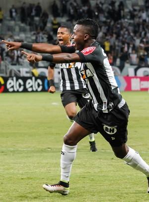 Cazares; Atlético-MG x Botafogo (Foto: Estadão Conteúdo)