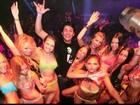 Se deu bem! Bruno de Luca aparece rodeado de mulheres no carnaval