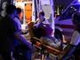 FOTOS: feridos são socorridos após ataque (Goran Tomasevic/Reuters)
