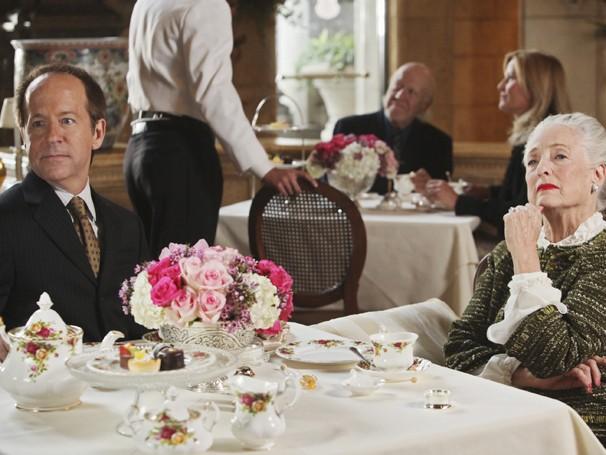 Dupla descobre segredos e escândalos envolvendo uma importante família de NY (Foto: Divulgação / Disney)