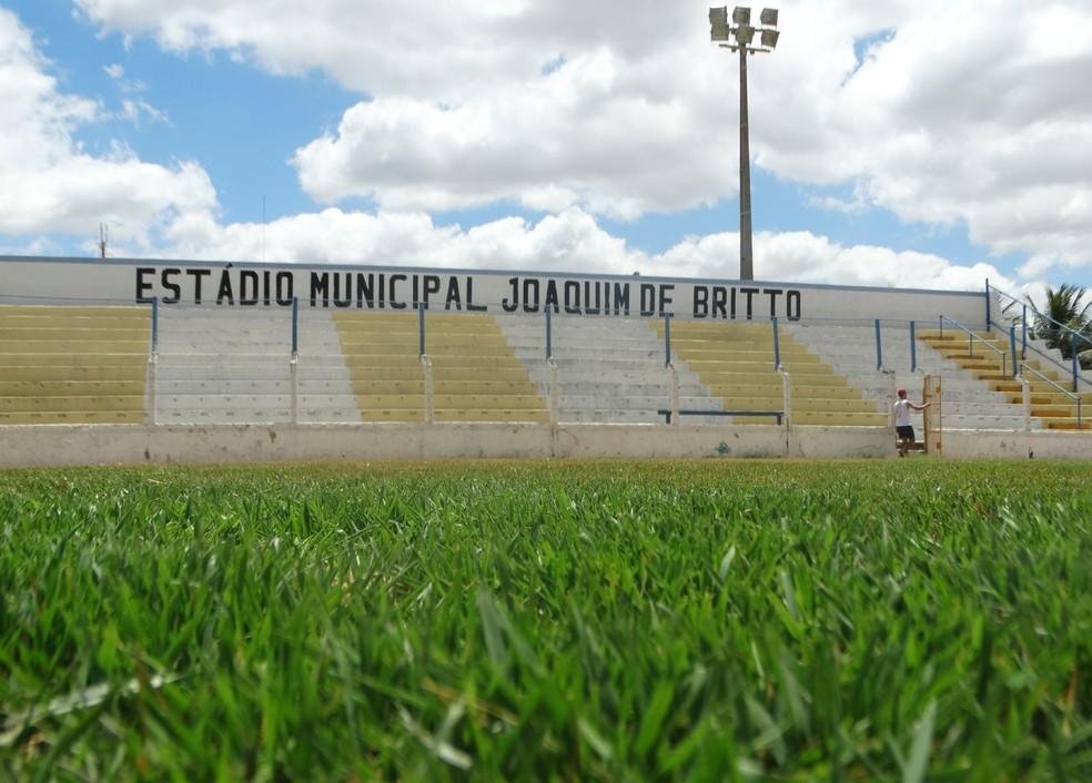 Estádio Joaquim de Britto está sem condições de jogo (Foto: Lafaete Vaz / GloboEsporte.com)