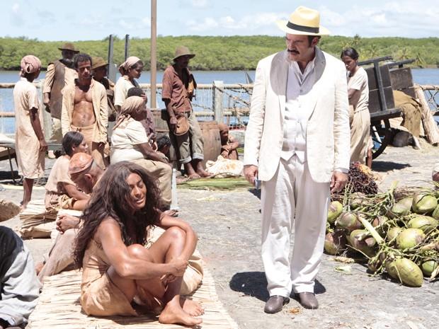 Nacib conhece Gabriela no antigo mercado de escravos de Ilhéus (Foto: Gabriela / TV Globo)