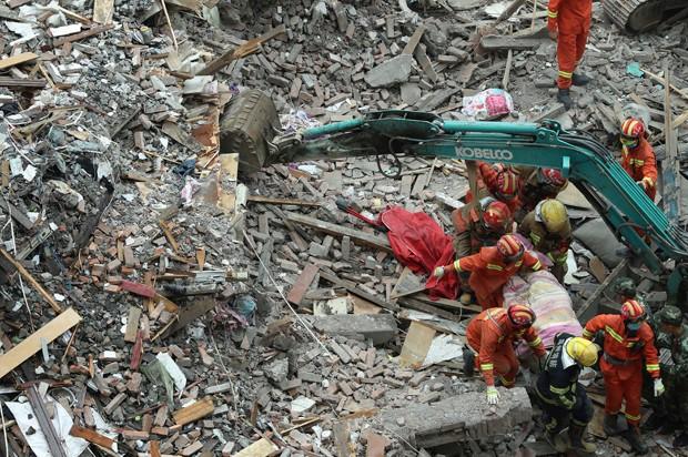 Desabamentos de quatro edifícios deixaram 22 mortos (Foto: Chen Jianli/Xinhua/AP)