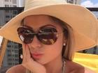 Renata D'Ávila faz biquinho em foto de biquíni e dá bom dia a segudores