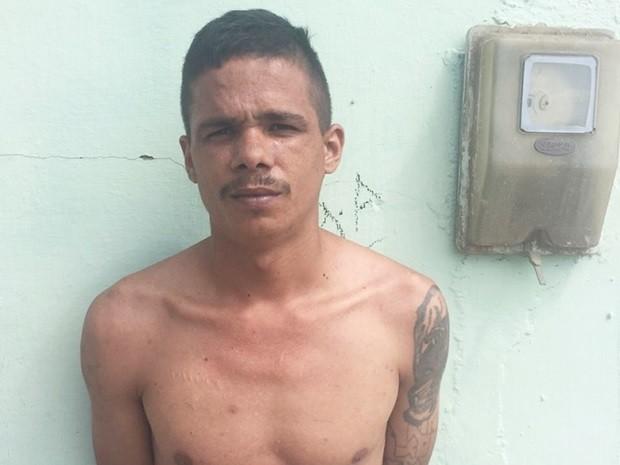 Fernando Alves da Silva, de 23 anos, tinha mandado expedido pela Comarca de Cotia (Foto: Polícia Civil/Divulgação)