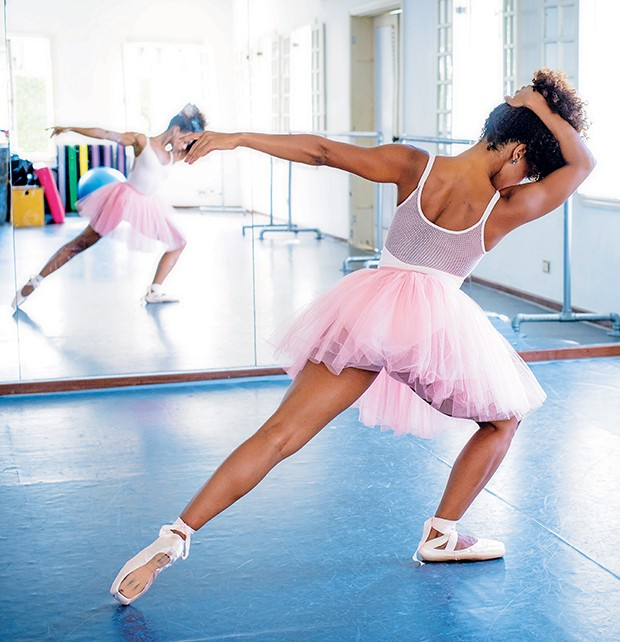 """""""O balé exige muito  do corpo"""", diz a atriz  (Foto:  )"""