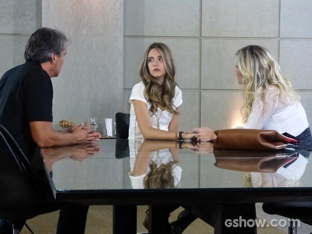 Lili garante que não quer voltar para casa (Foto: Além do Horizonte/TV Globo)
