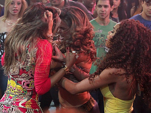 Morena gosta de armar um barraco com Vanúbia (Foto: Salve Jorge/TV Globo)