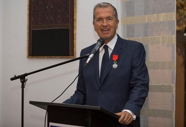 """Testino discursou ao receber a honraria da embaixada francesa em Lima: """" (Foto: Divulgação)"""