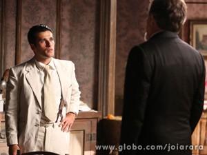 Franz recusa convite de pai e os dois acabam discutindo (Foto: Joia Rara/ TV Globo)