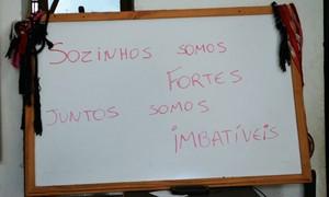 Na academia, quadro lembra a importância da união da família (Foto: Régis Melo)