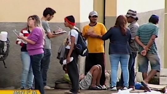 Juiz recomenda que ambulantes, artistas e moradores de rua sejam impedidos de comercializar produtos em Araxá