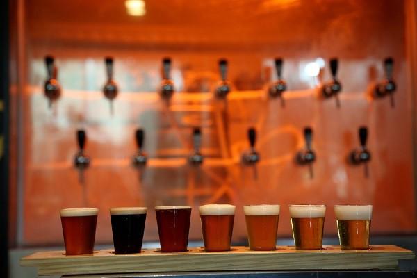 Treze opções de cervejas na cervejaria Noi, em Niterói