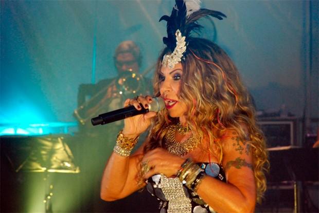 Mais de 25 mil prestigiam show de Elba Ramalho no carnaval de Natal (Foto: Marco Polo )