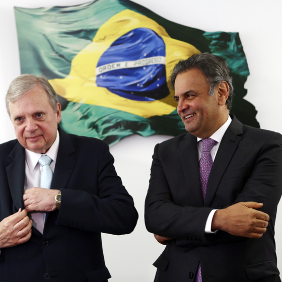 WILTON JUNIOR/ESTADÃO CONTEÚDO (Foto: Os senadores Tasso Jereissati e Aécio Neves,presidente interino e afastado do PSDB.Até a propaganda desune o partido)