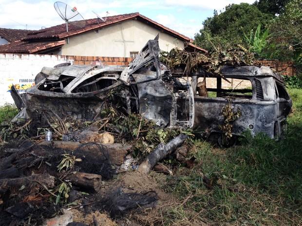 Cerca de 18 carros foram incendiados durante ataques em Amargosa (Foto: Ruan Melo/G1)