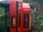 Caminhão tomba, cai em ribanceira e motorista morre na BR-232, em PE