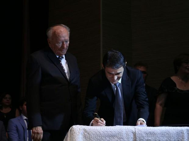 Prefeito Romero Rodrigues e vice Enivaldo Ribeiro assinam posse à frente da Prefeitura de Campina Grande (Foto: Artur Lira/G1)