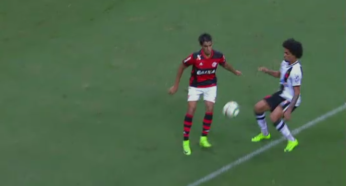 """Lucas Paquetá, do Flamengo, concorre ao prêmio de """"abusado"""" da rodada (Foto: Reprodução/SporTV)"""