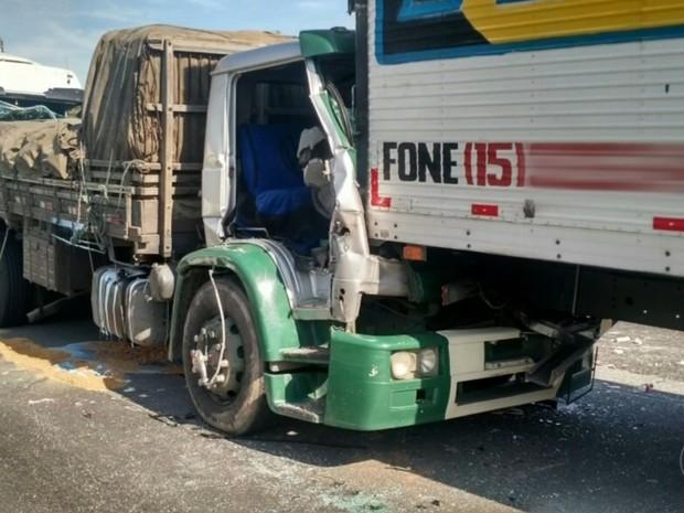 Acidente envolveu quatro caminhões em Itu (Foto: Polícia Rodoviária/ Divulgação)
