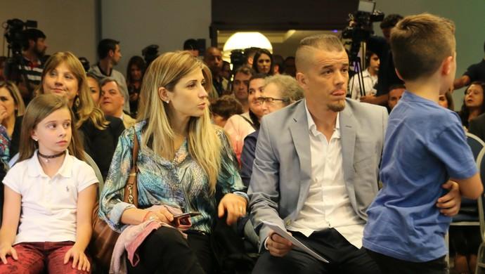 D'Alessandro com a família no lançamento do Lance de Craque (Foto: Eduardo Deconto/GloboEsporte.com)