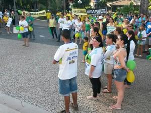 Manifestantes se reuniram na Praça da Matriz em Itapeva (Foto: Lucas Cerejo/ TV TEM)