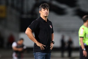 Adriano Teixeira Santa Cruz x Grêmio (Foto: Marlon Costa / Pernambuco Press)