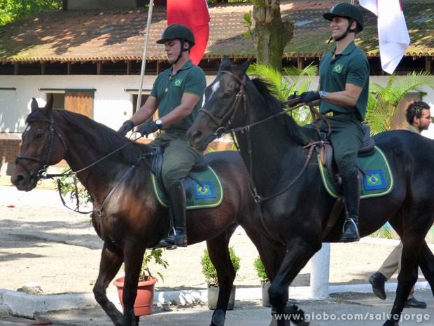 Murilo Rosa e Rodrigo Lombardi se divertem com as cenas nos cavalos (Foto: Salve Jorge/ TV Globo)
