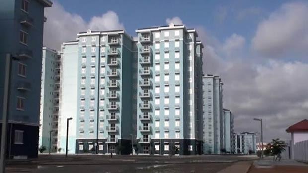Projeto imobiliário vira cidade fantasma em Angola (Foto: BBC)