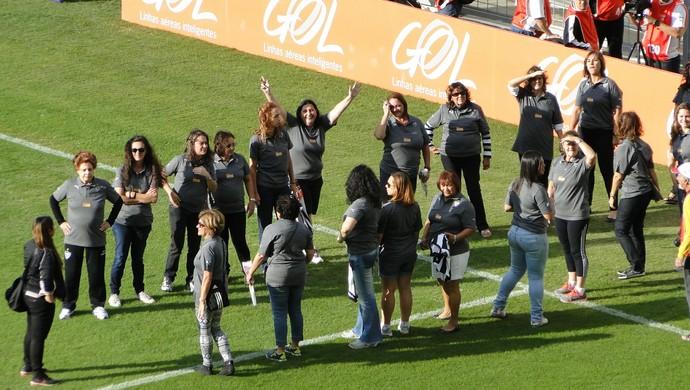 Mães atleticanas homenageadas pelo clube (Foto: Fernando Martins Y Miguel)