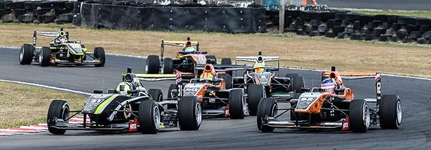 Um grid sempre disputado na Castrol Toyota Racing Series Manfeild. (Foto: Divulgação/Castrol Toyota Racing Series)