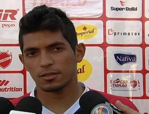 Pedro Júnior, atacante do Vila Nova (Foto: Reprodução/TV Anhanguera)