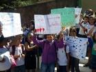 Grupo faz ato contra fechamento de turmas no Caic de Santa Maria, no DF