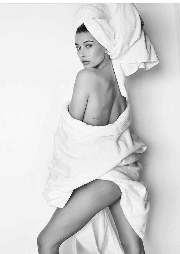 Hailey Baldwin (Foto: Mario Testino/Reprodução)