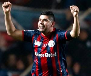 Nestor Ortigoza comemoração  San Lorenzo x Nacional-PAR  final (Foto: Reuters)