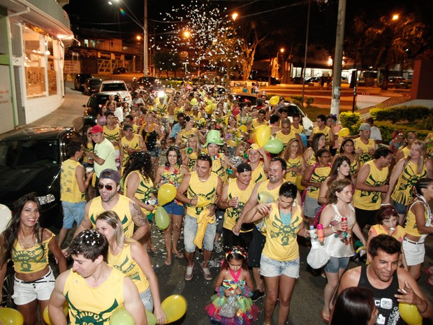 Depois do rock, teve desfile de blocos no bairro Itapeva (Foto: Divulgação/Prefeitura de Votorantim)