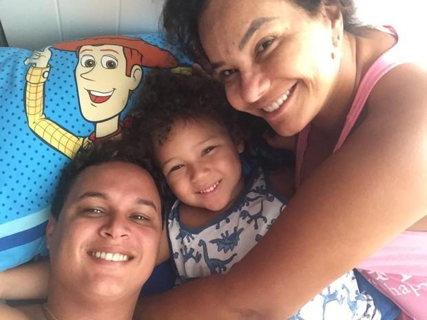 Solange Couto, Jamerson e o filho Benjamim (Foto: Reprodução/Instagram)