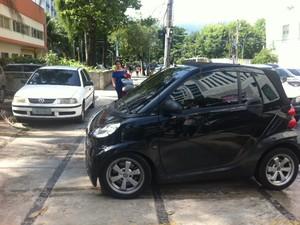 Carro do empresário sequestrado no Rio (Foto: Guilherme Brito/ G1)